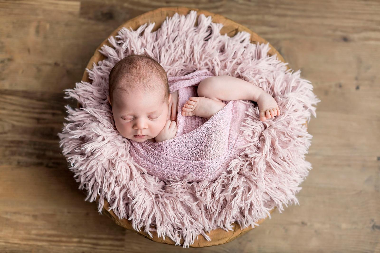 Newbornshoot pasbgeboren meisje Nijmegen Lent Oosterhout Beuningen